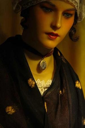 Belle Agathoise bijou porté © Laurent Uroz